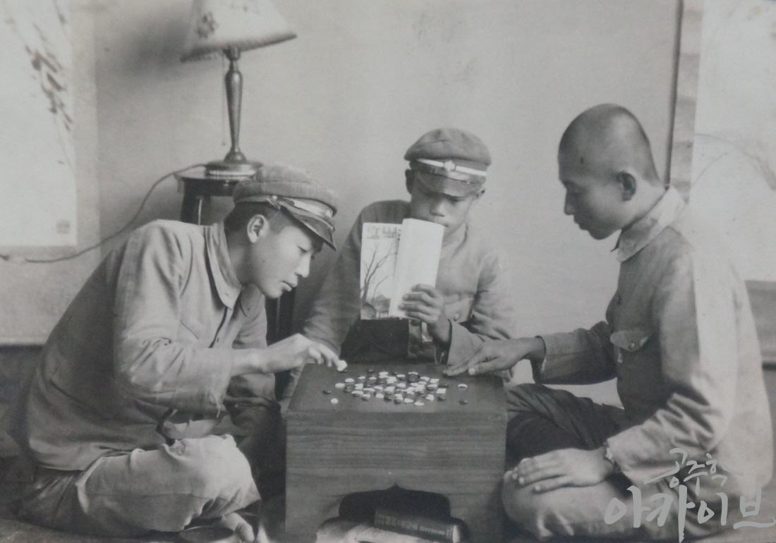 1940년 공주공립고등보통학교 학생들의 바둑 놀이