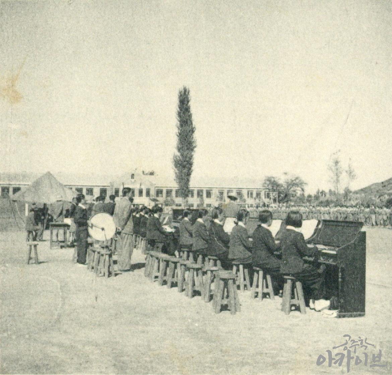 1954년 사대부고 육군 장교 방문 5