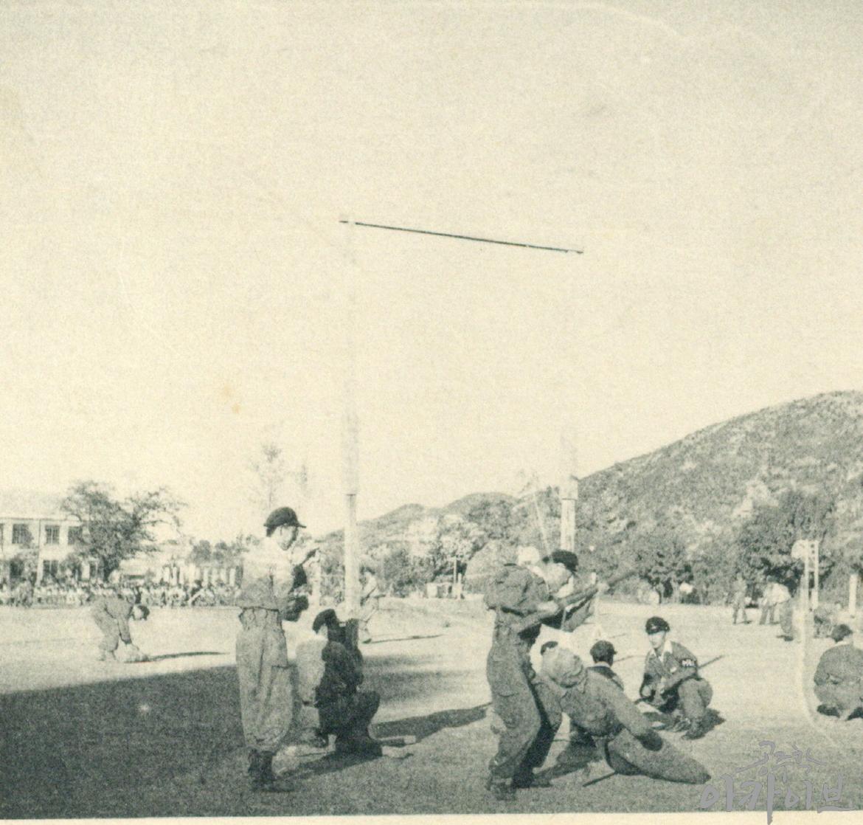 1954년 사대부고 육군 장교 방문 8