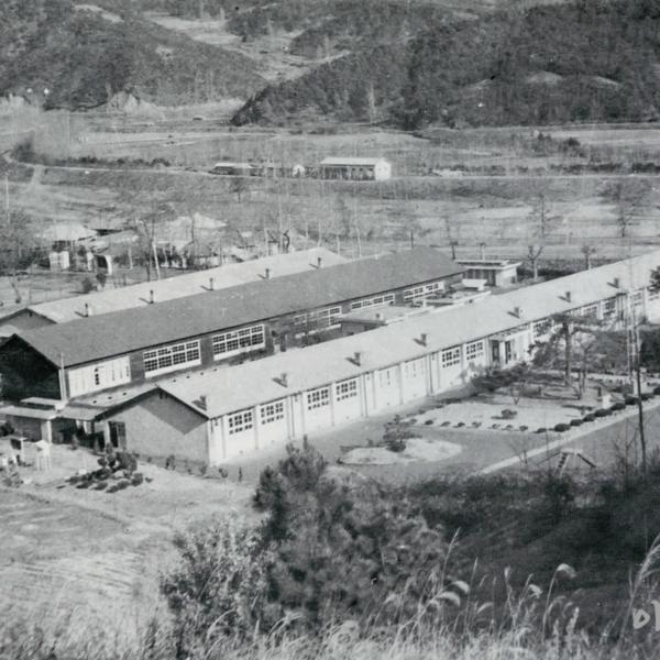1982년 정안국민학교 교사 전경