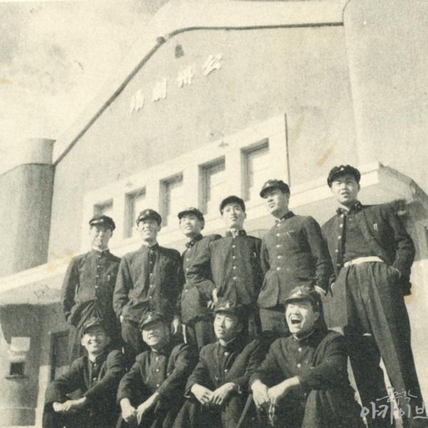 1955년 사대부고 졸업사진 - 공주극장 2