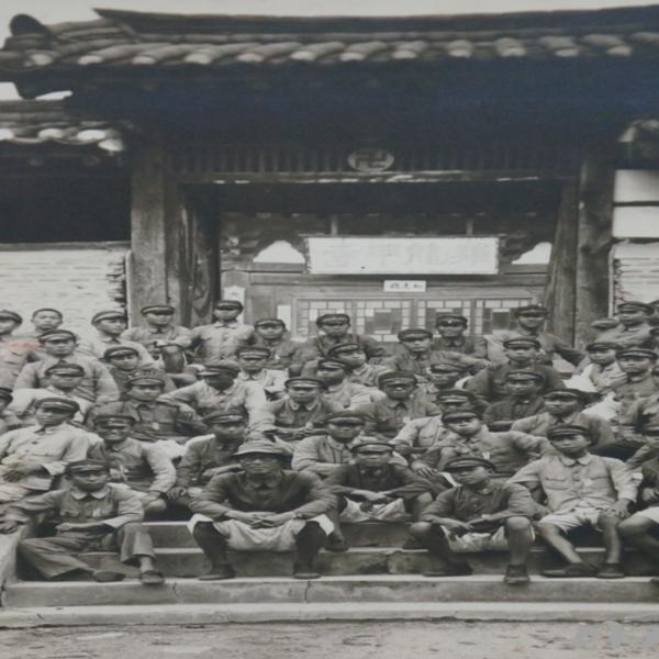1930년대 후반 계룡공립보통학교 학생들의 갑사 소풍 나들이