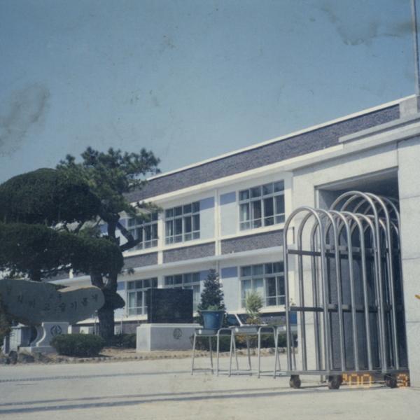 2000년 정안초등학교 개축 교문 2