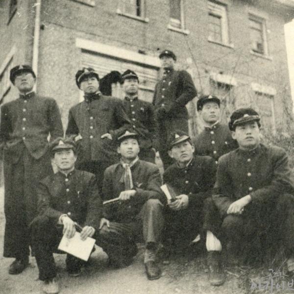 1954년 영명학교 선교사 가옥 앞에서